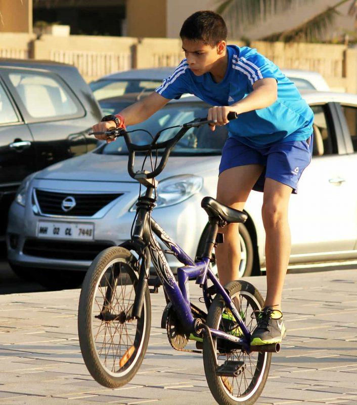 a3826b11d6d Cascos infantiles divertidos para bici y patinar seguros